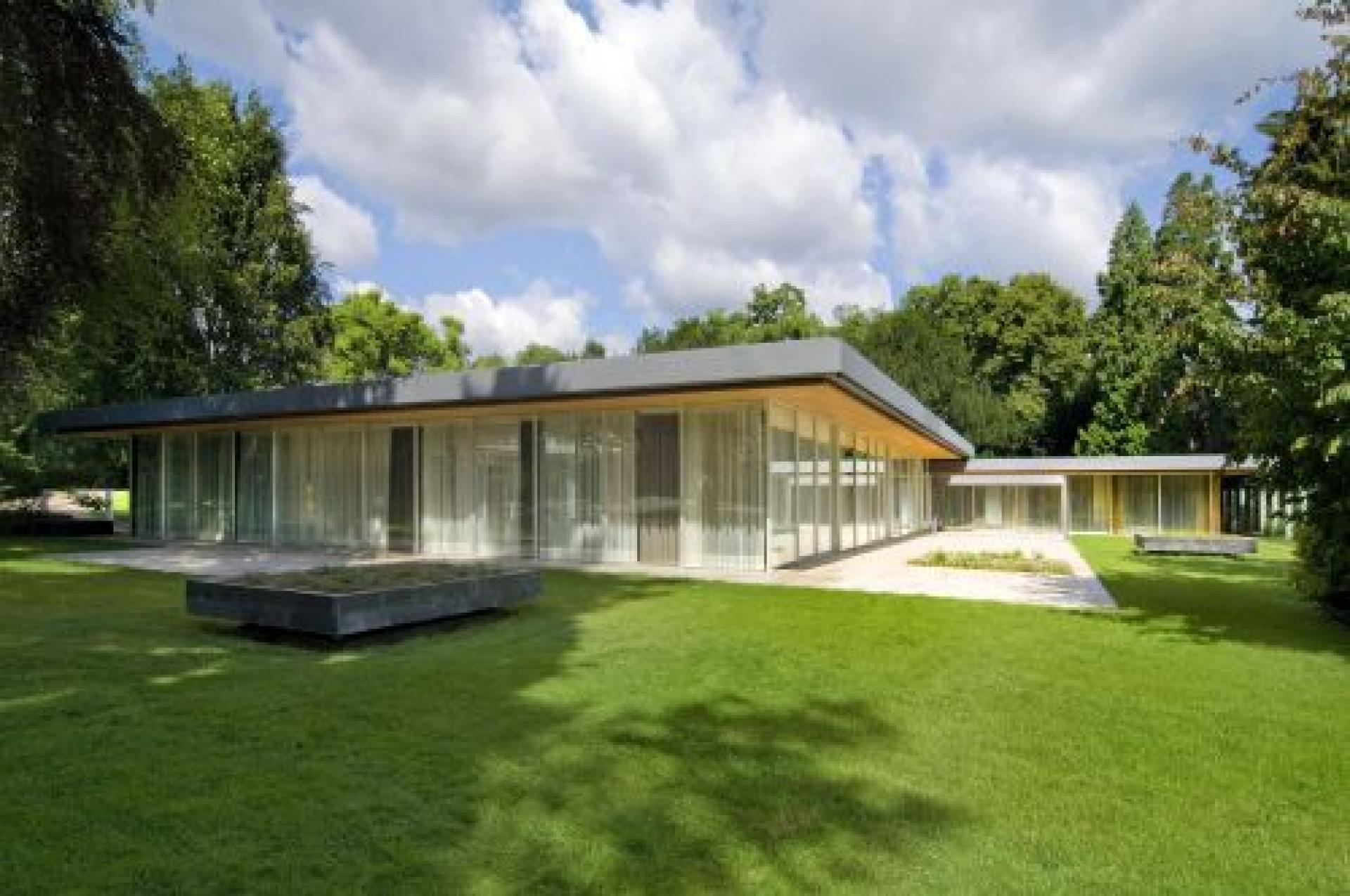 The bungalow of the Chancellor in Bonn.